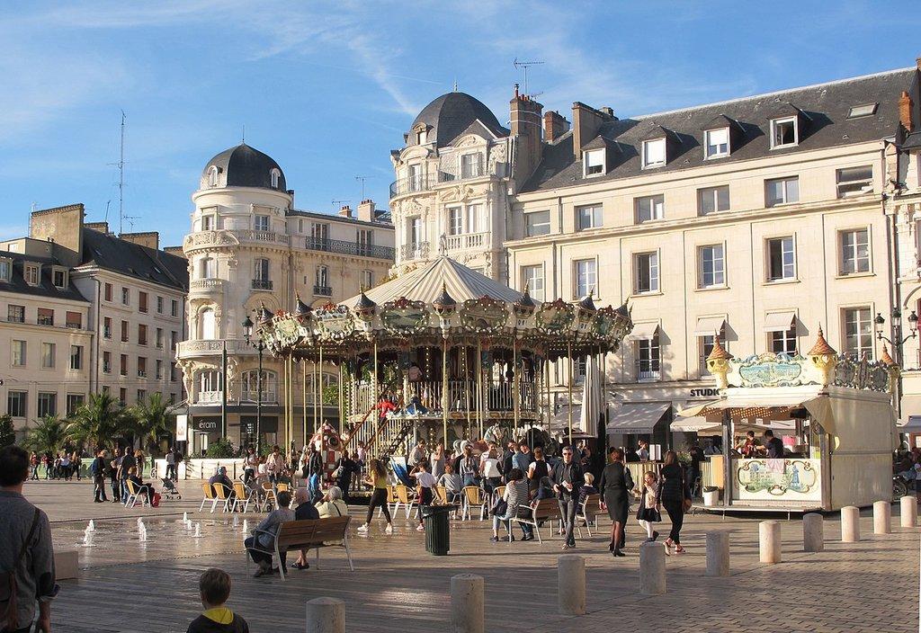 1280px-Place_du_Martroi-_Orle%CC%81ans-France.jpg?1573560194