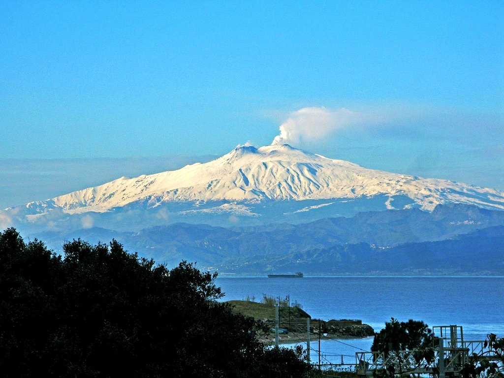 1440px-View_of_Mount_Etna_from_Reggio_Calabria_-_Italy_-_10_Feb._2017_-_%281%29.jpg?1561372167