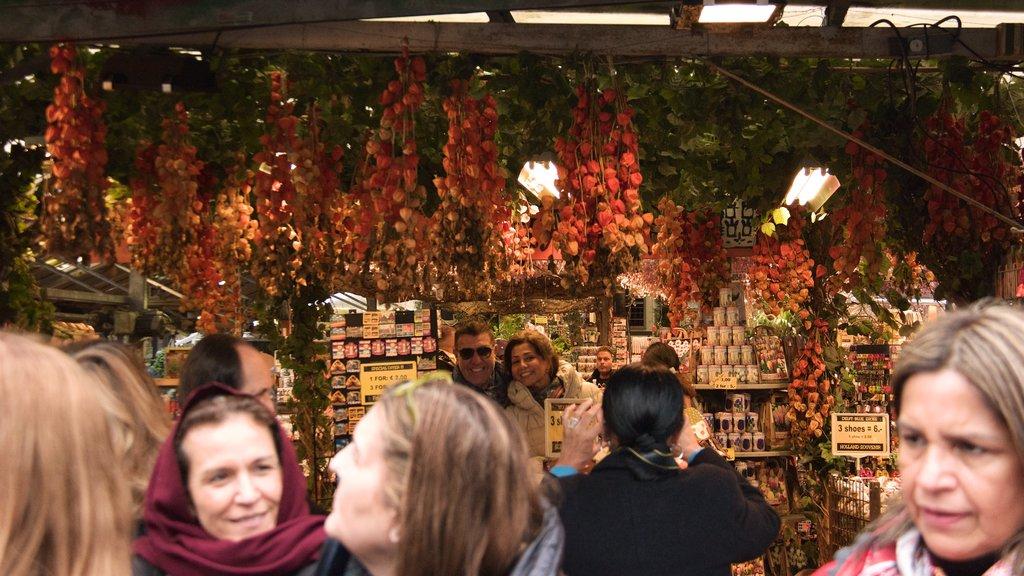 Mercado de las flores que incluye mercados y también un gran grupo de personas