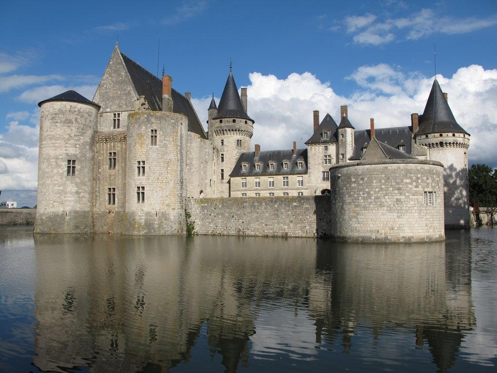 Chateau_de_Sully_sur_Loire.jpg?1560860355