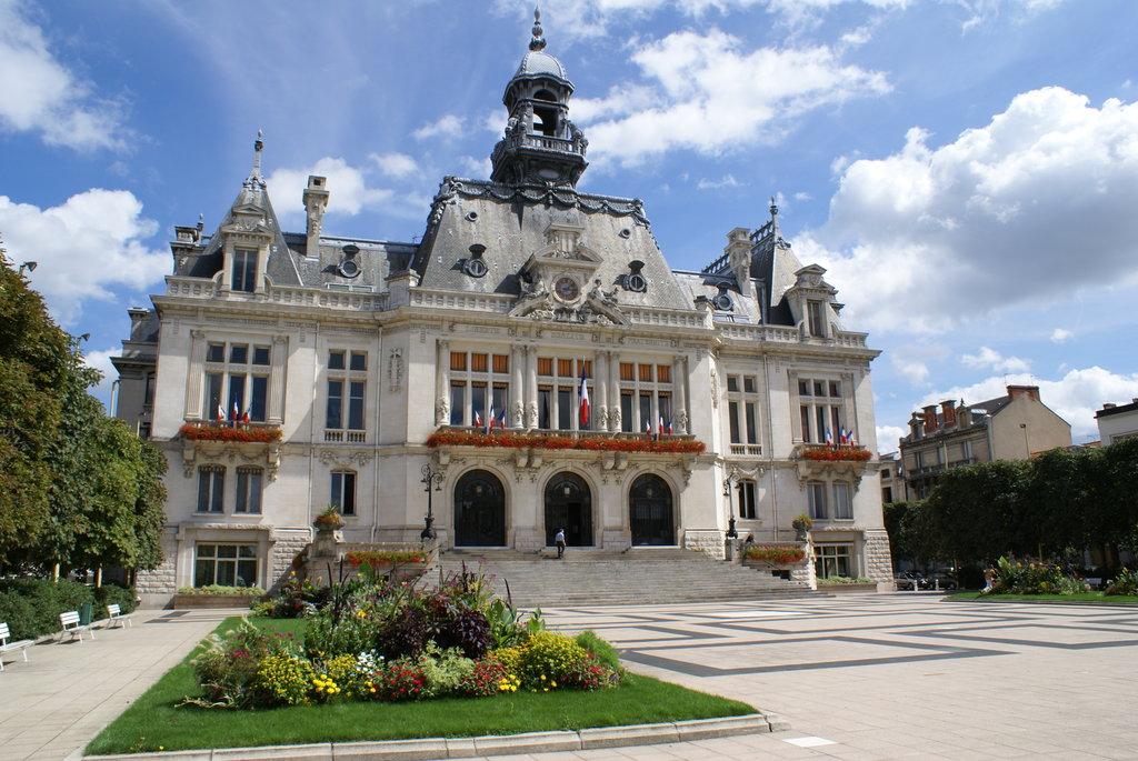 C%C5%93ur_de_Ville__03200_Vichy__France_-_panoramio.jpg?1575965221