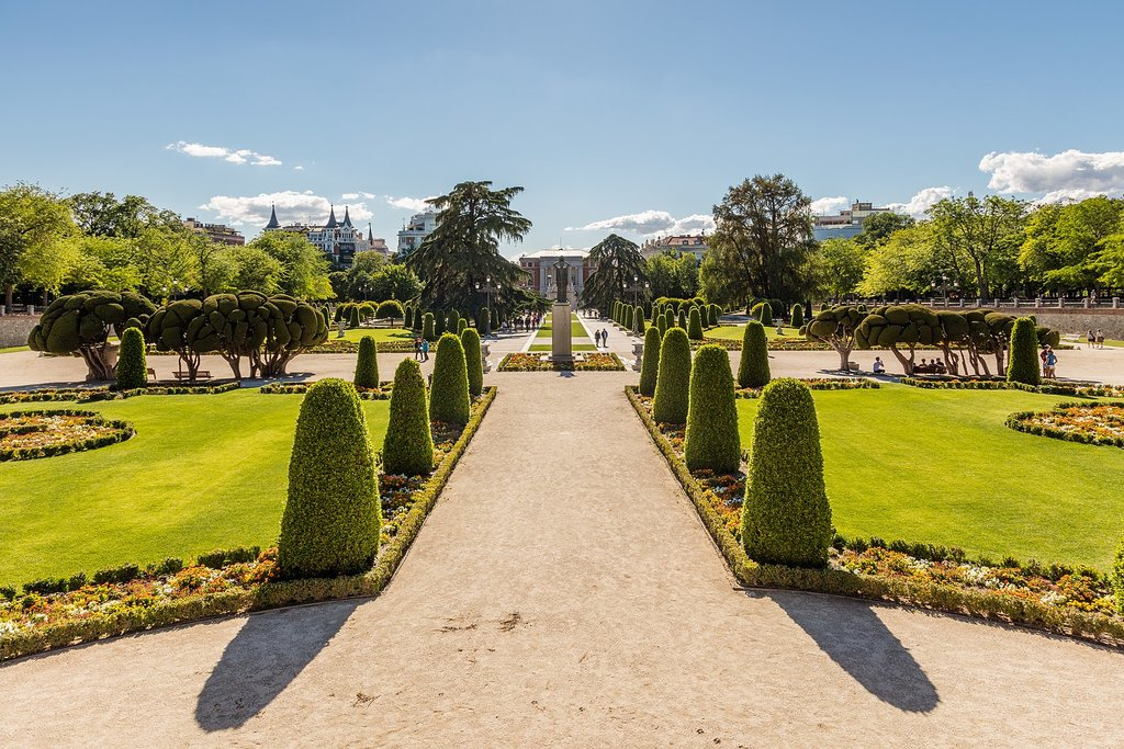 1620px-Plaza_Parterre__Parque_del_Retiro__Madrid__Espa%C3%B1a__2017-05-18__DD_27.jpg?1575974845
