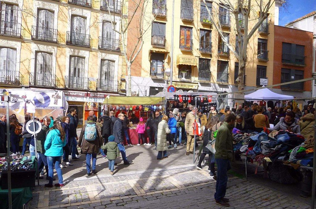 1632px-Madrid_-_El_Rastro__25_de_marzo_de_2018_%2810%29.jpg?1575974984