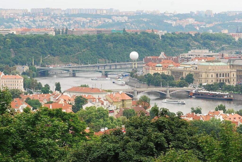1613px-CZ_Prague_vltava_from_Petrin_hill.jpg?1576684422