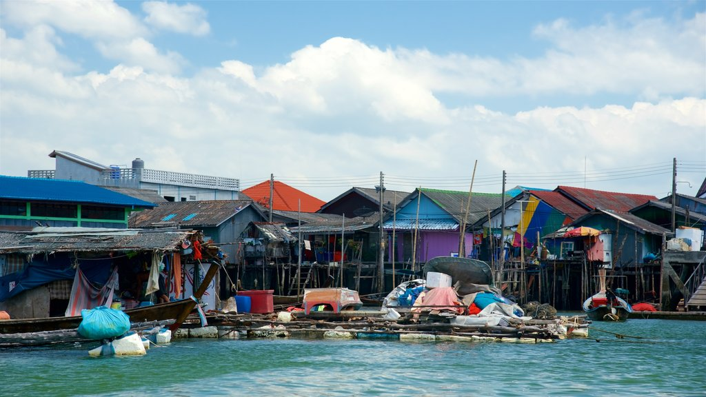 Phang Nga featuring a coastal town and a bay or harbor