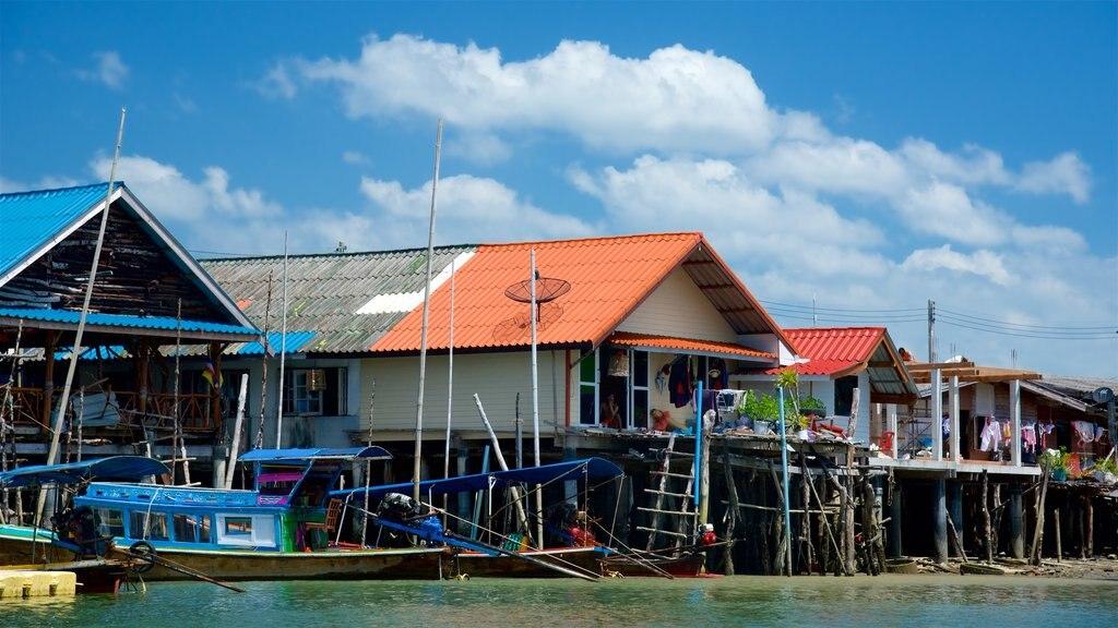 Ko Panyi which includes a coastal town