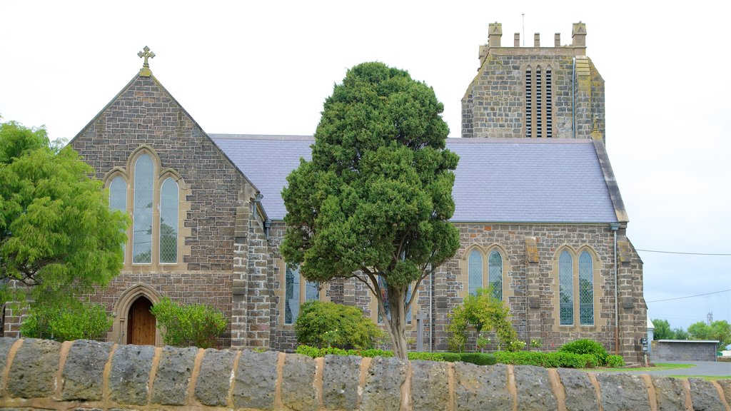 Port Fairy showing a church or cathedral