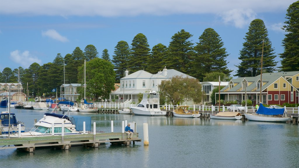 Port Fairy showing a bay or harbor