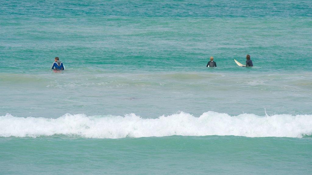 Warrnambool Beach ofreciendo surf