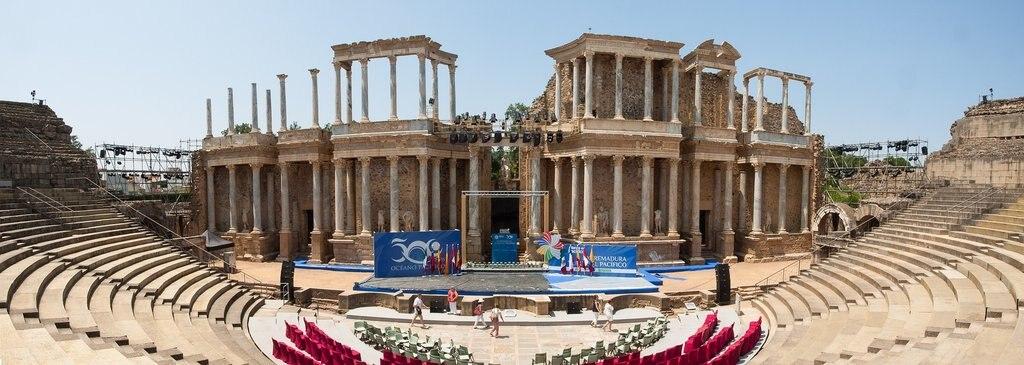 teatro-romano-298652_1920.jpg?1561066068
