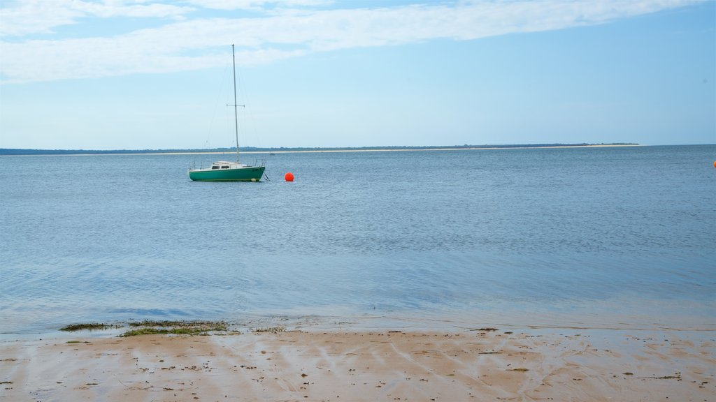 Cowes which includes boating and a sandy beach
