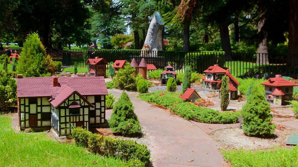 Fitzroy featuring a garden