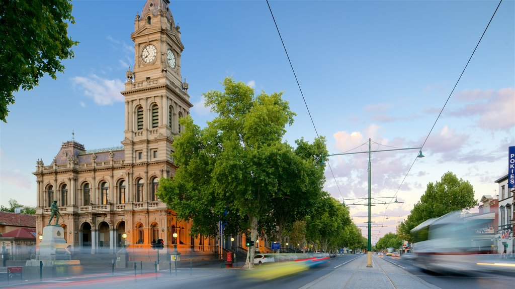 Bendigo featuring heritage architecture and street scenes
