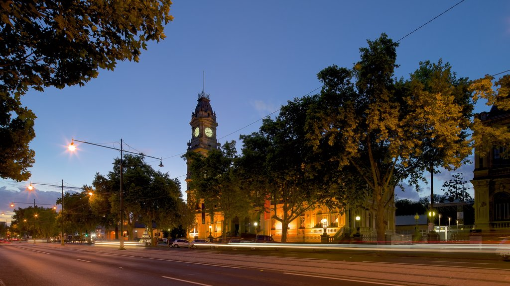 Bendigo featuring heritage architecture, street scenes and a sunset