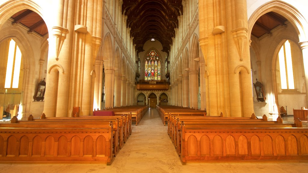 Bendigo showing heritage architecture, a church or cathedral and interior views