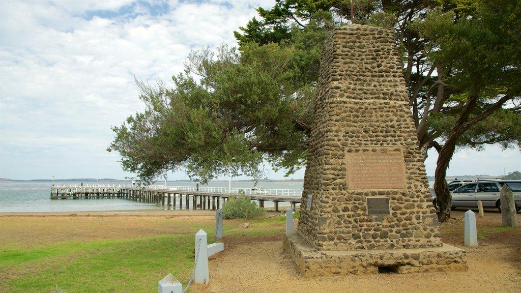 Cowes showing general coastal views