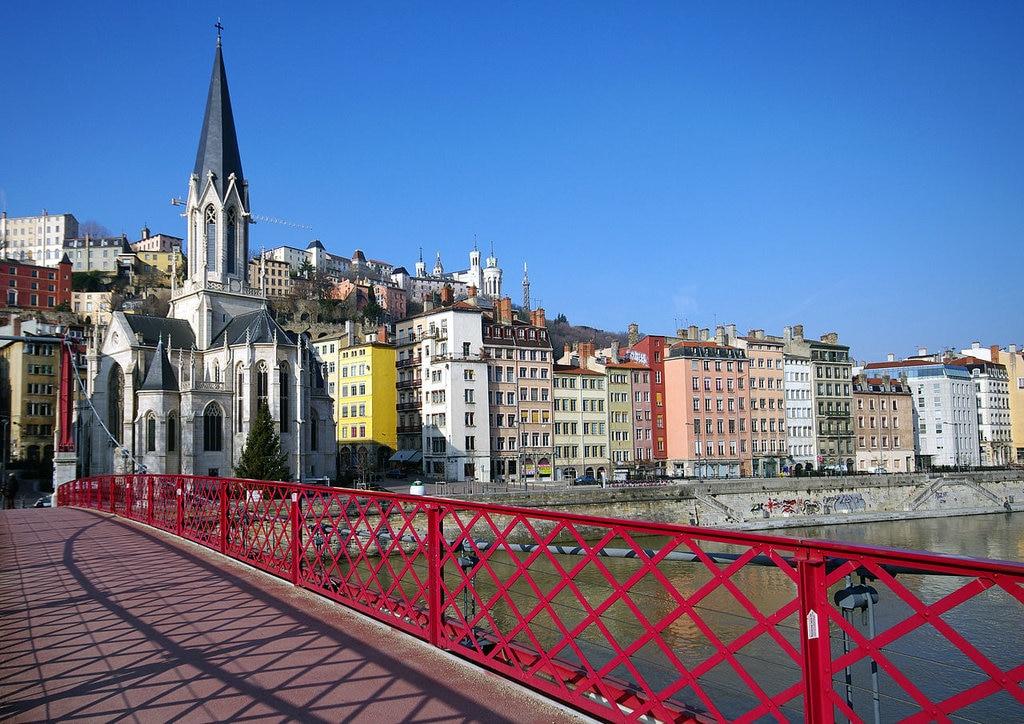 1280px-Eglise_St.-Georges_et_quais_de_Sao%CC%82ne_Lyon.jpg?1574591627
