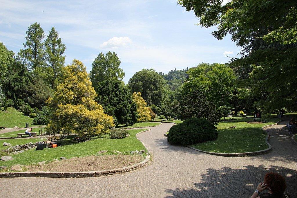 1280px-Torino__parco_del_Valentino_%2801%29.jpg?1579502038