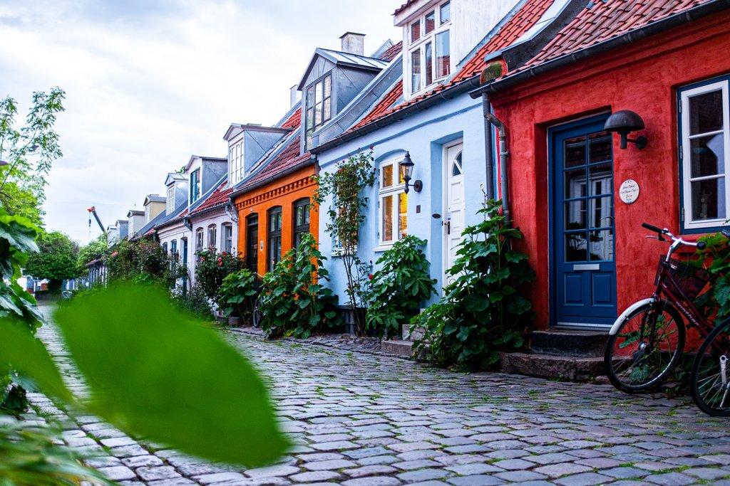 colourful-houses-aarhus-denmark.jpg?1579260562
