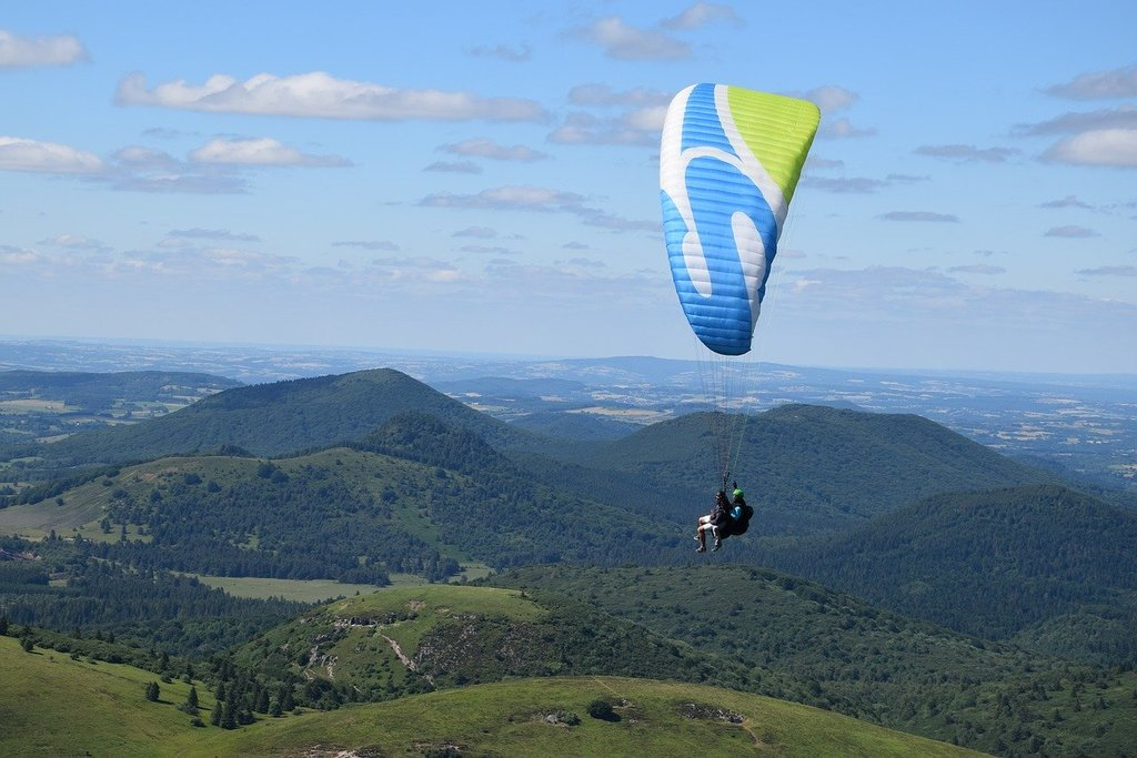 paragliding-2609675_1280.jpg?1578393021