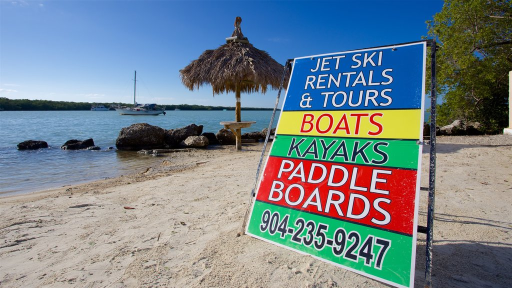 Key Largo which includes signage