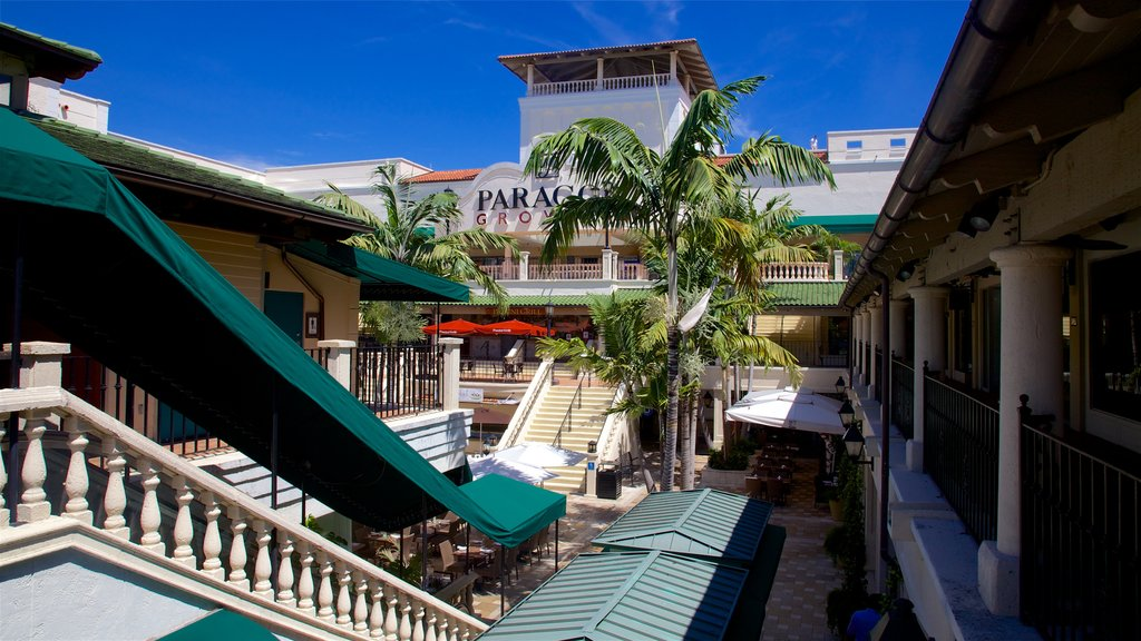 Coconut Grove showing shopping