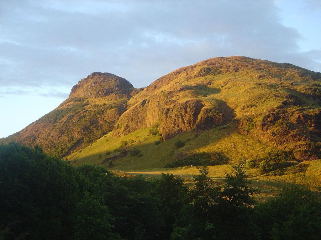 1440px-Edinburgh_Arthur_Seat_dsc06165.jpg?1580829993
