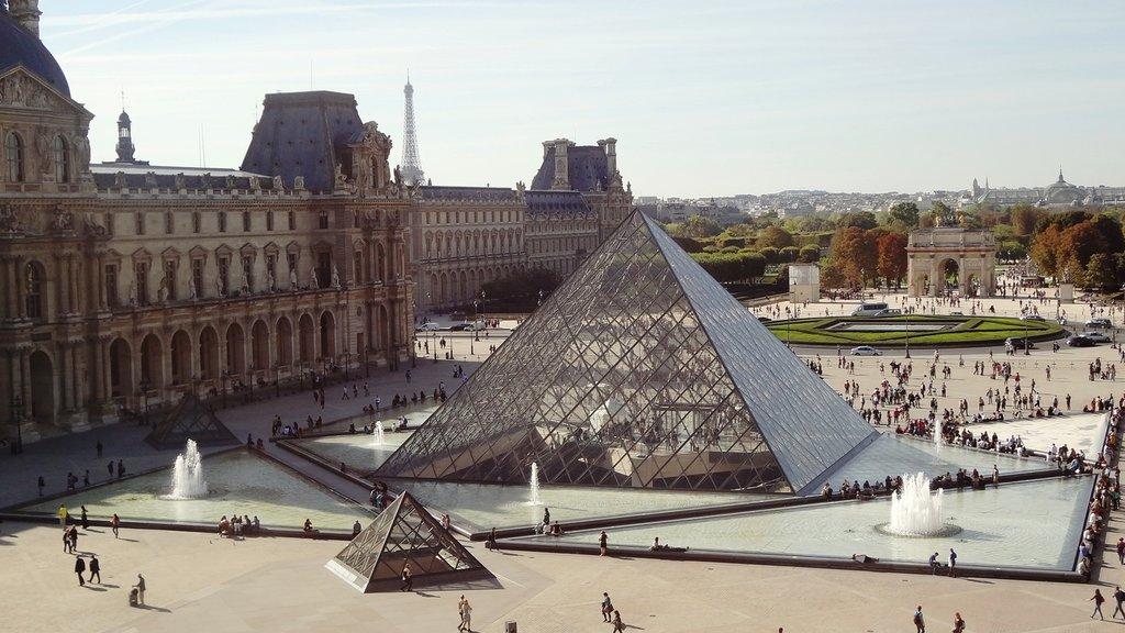 paris-monument-louvre-pyramid-landmark-tourism-927552-pxhere.com.jpg?1580834294