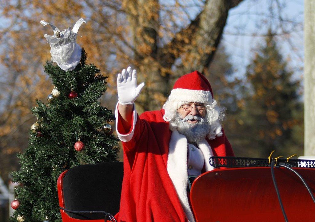 people-celebration-holiday-christmas-parade-santa-678187-pxhere.com.jpg?1580892165