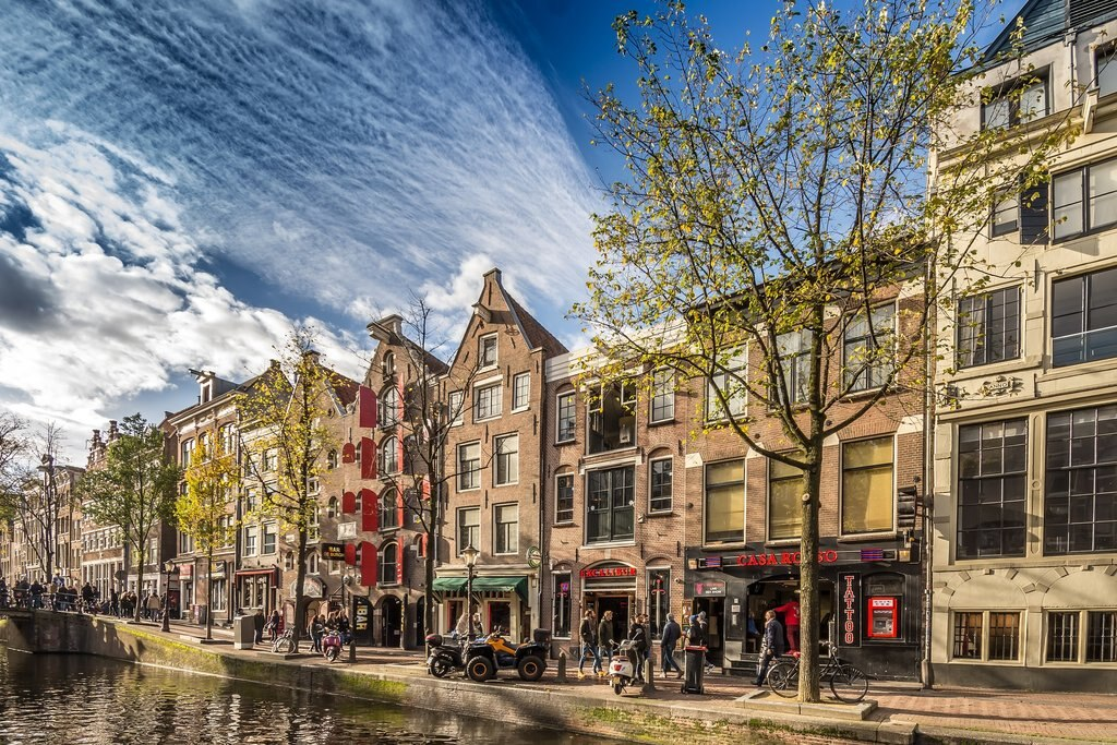 amsterdam_architecture.jpg?1580910588