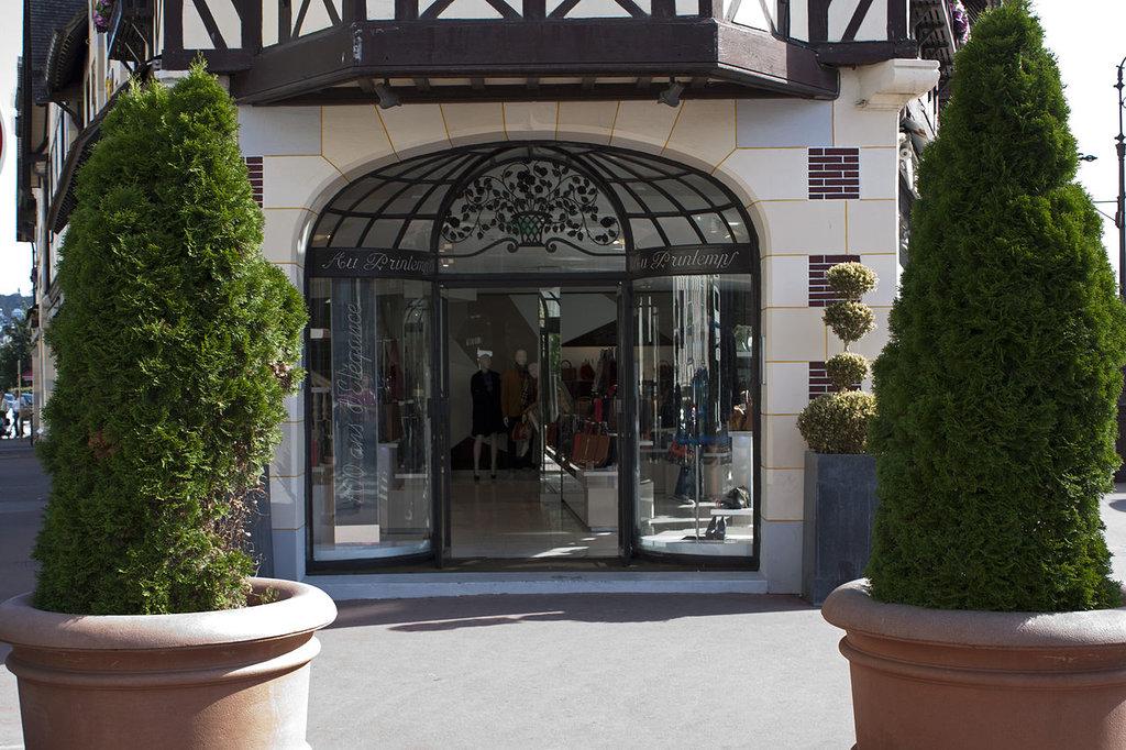 1280px-Deauville-Magasins_Le_Printemps-20120915.jpg?1580981644