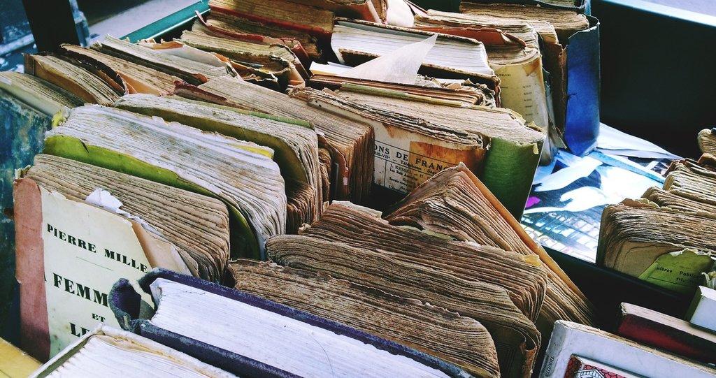 wood-old-book-art-books-flea-market-scrap-499496-pxhere.com.jpg?1580986323