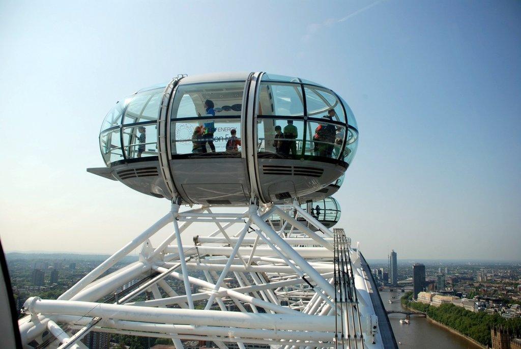 transport-vehicle-ferris-wheel-amusement-park-aviation-london-eye-855739-pxhere.com.jpg?1581154108