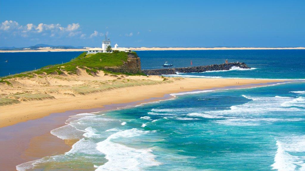 Nobbys Head Beach showing a beach, surf and a lighthouse