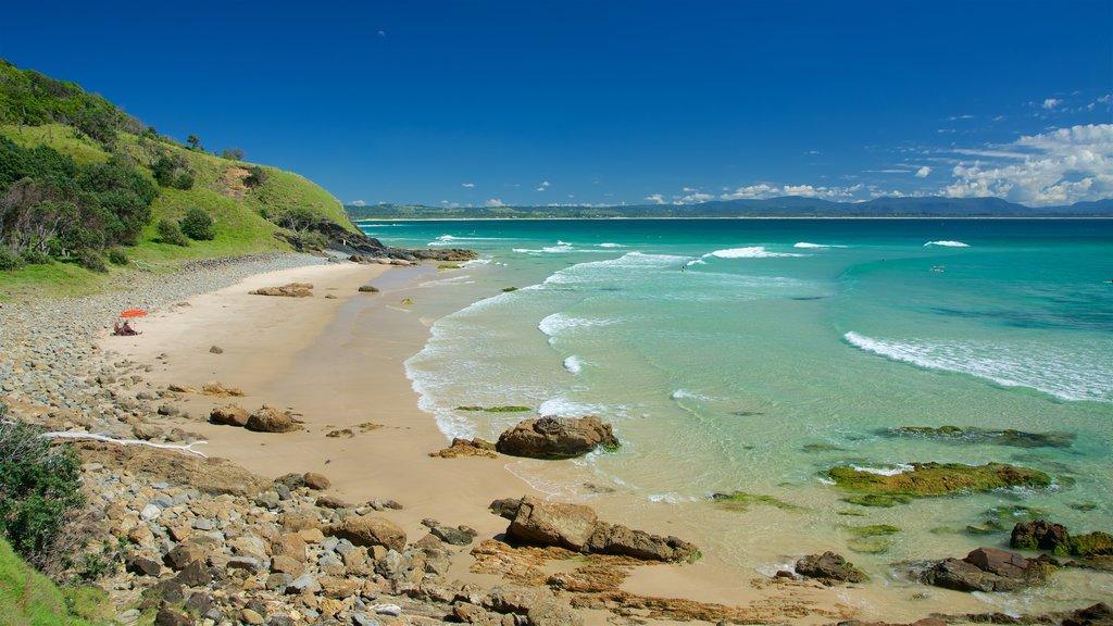 Wategos Beach which includes a sandy beach and rocky coastline