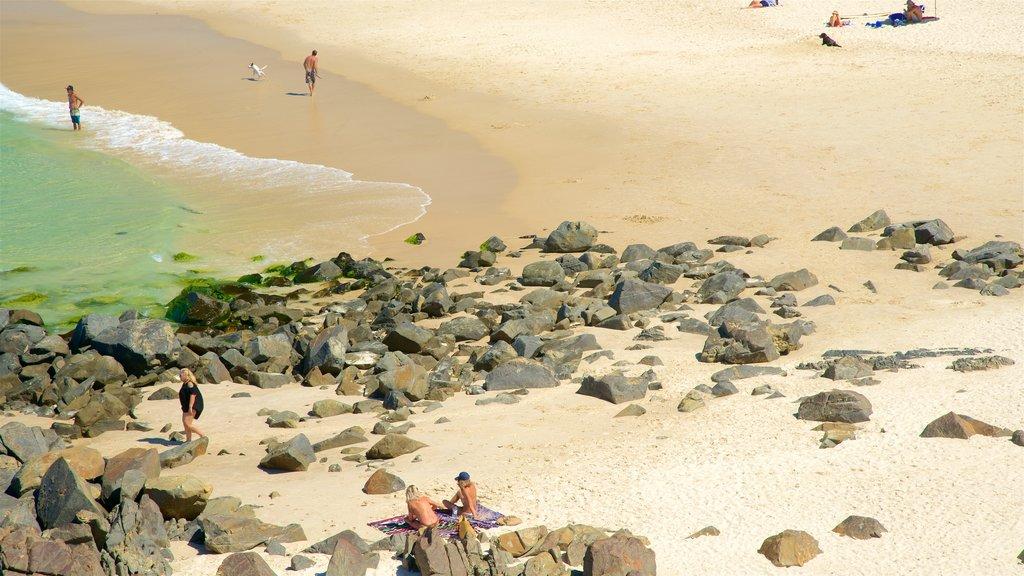 Cabarita Beach which includes rocky coastline