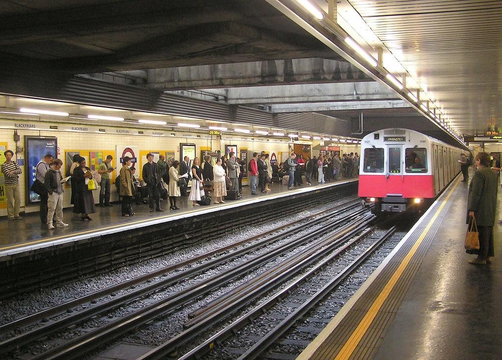 Blackfriars.tube.station.london.arp.jpg?1582563843