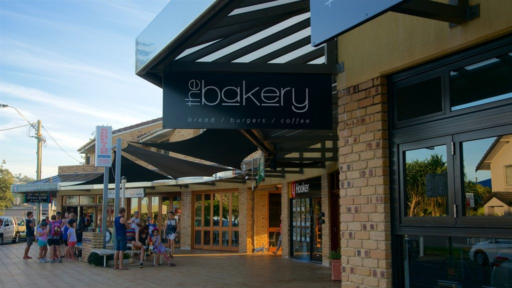 Lennox Head which includes cafe lifestyle