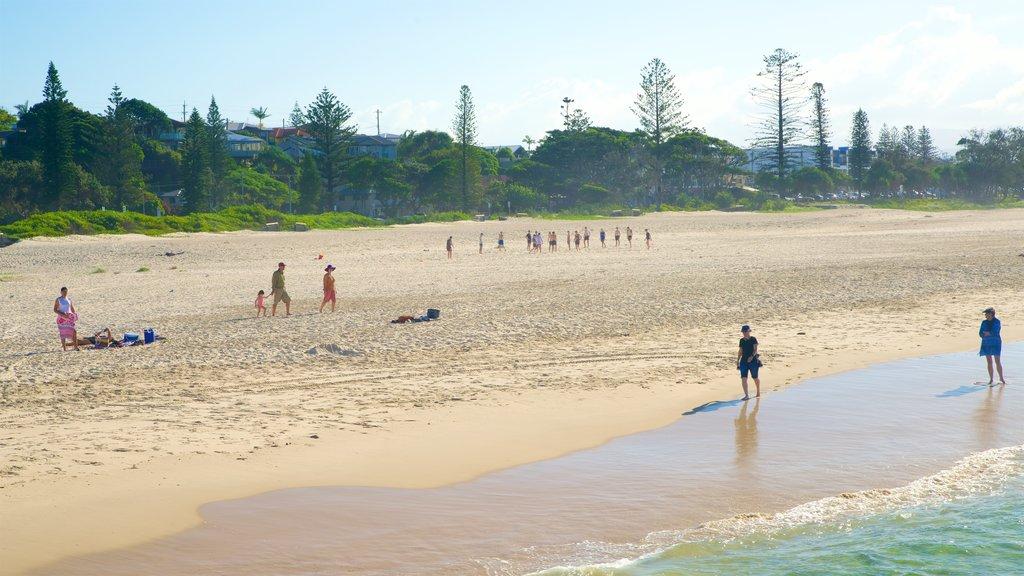 Kingscliff showing a beach