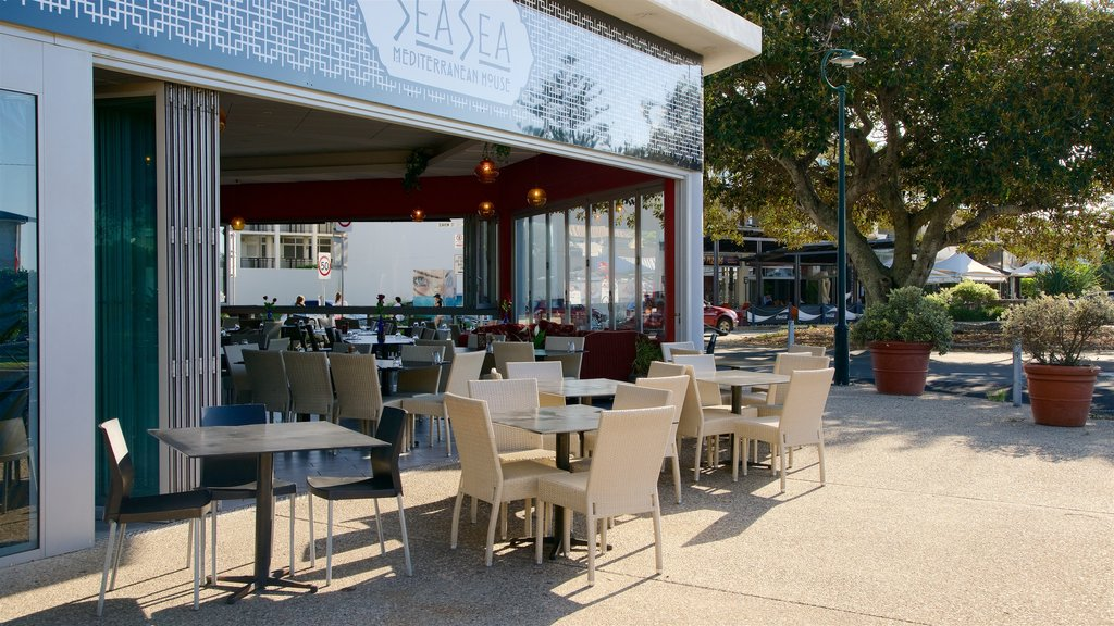 Kingscliff showing outdoor eating