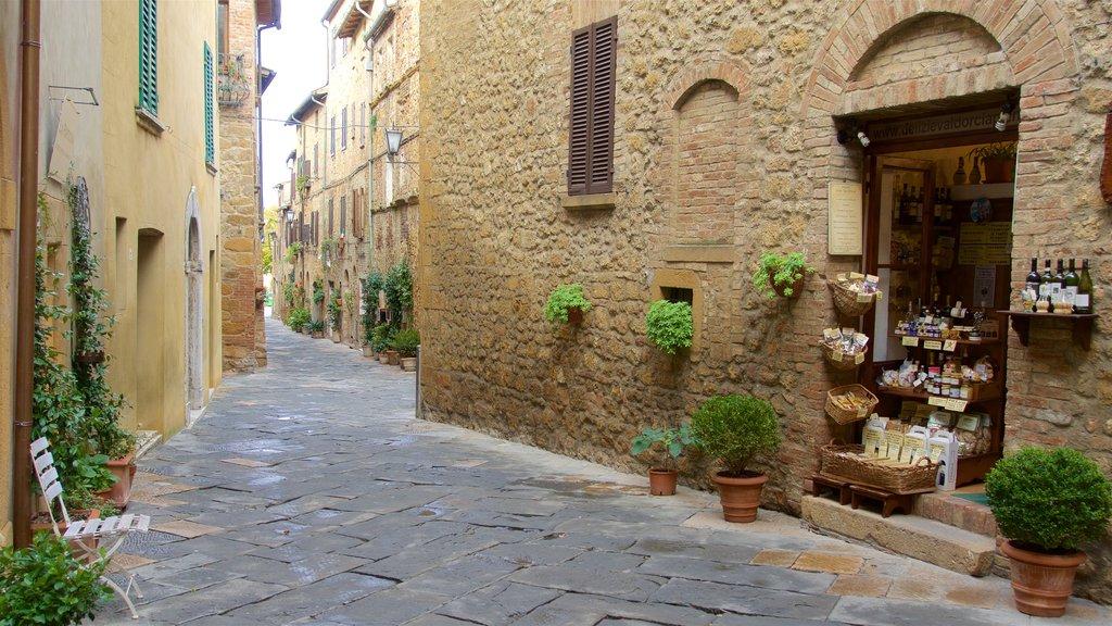 Pienza featuring street scenes