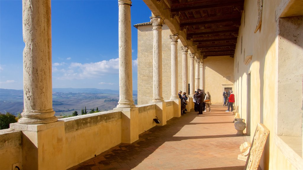 Pienza featuring heritage architecture as well as a small group of people