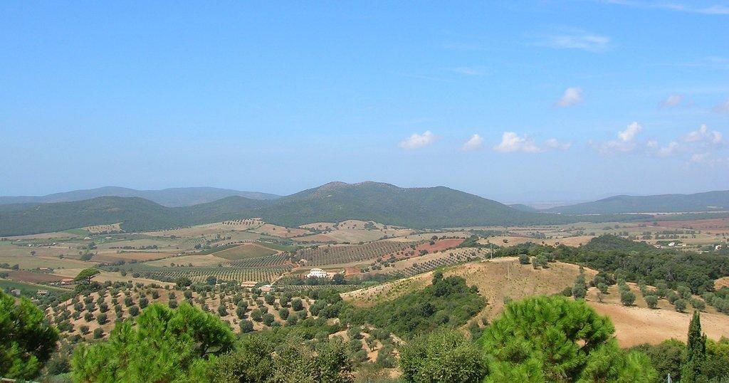 1920px-Panorama_da_Capalbio.jpg?1582885629