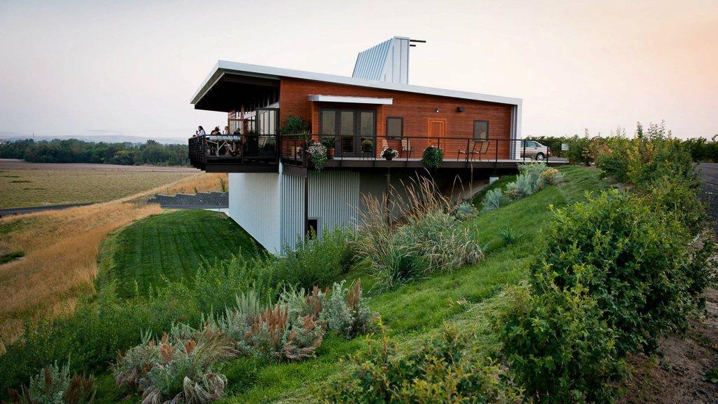 Walla Walla featuring farmland and a house