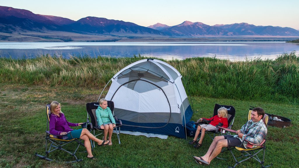 Ennis showing a lake or waterhole and camping as well as a family