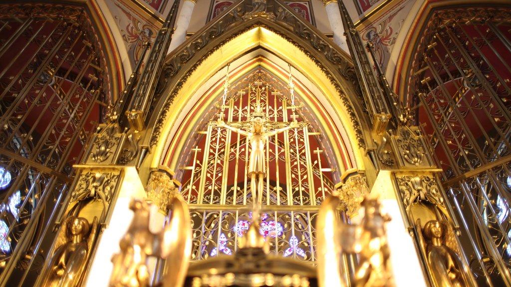 Cathedral of St. Helena ofreciendo elementos del patrimonio, una iglesia o catedral y vistas interiores