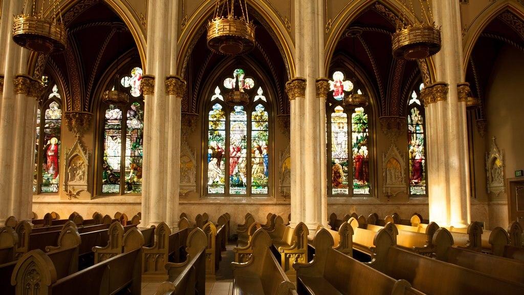 Cathedral of St. Helena que incluye una iglesia o catedral, elementos del patrimonio y vistas interiores