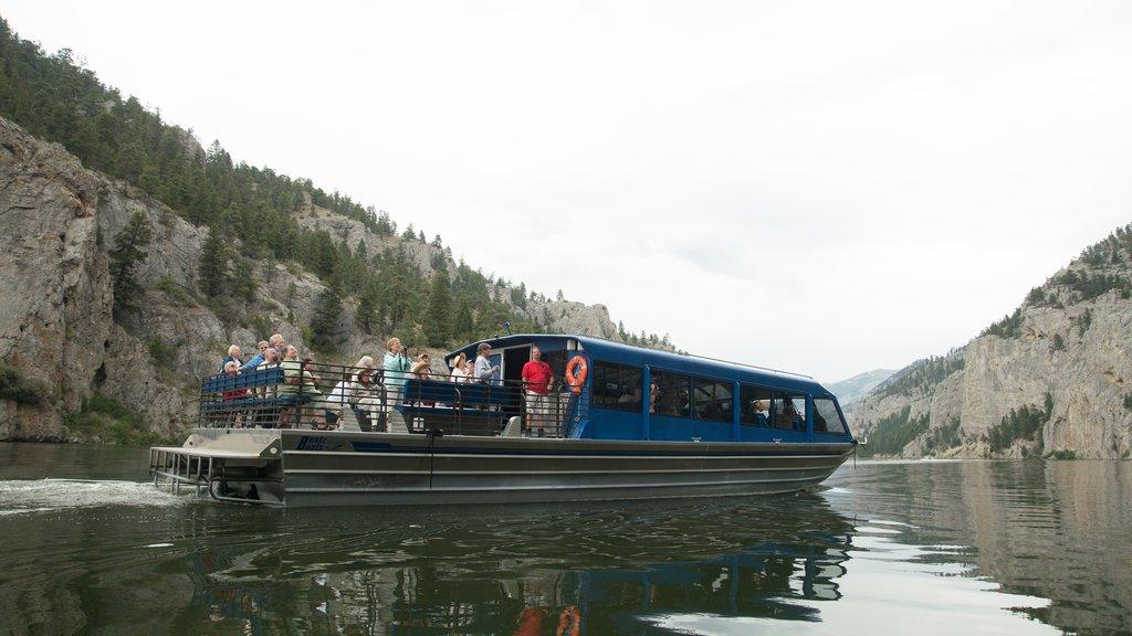 Helena que incluye un lago o abrevadero y un ferry
