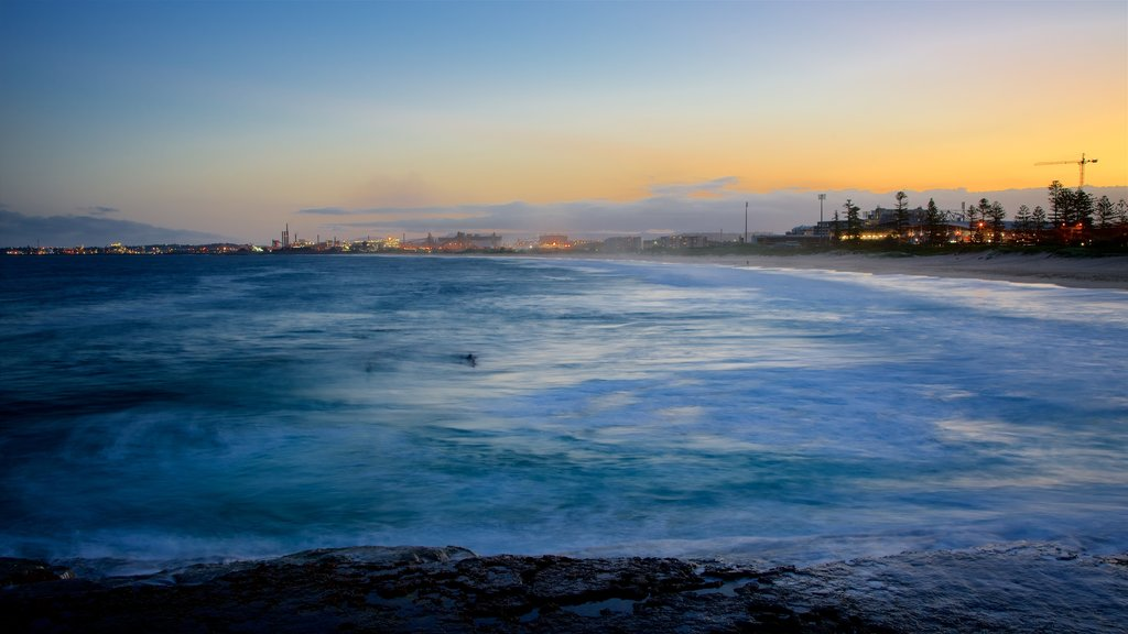 Wollongong South Beach which includes snow and a sunset