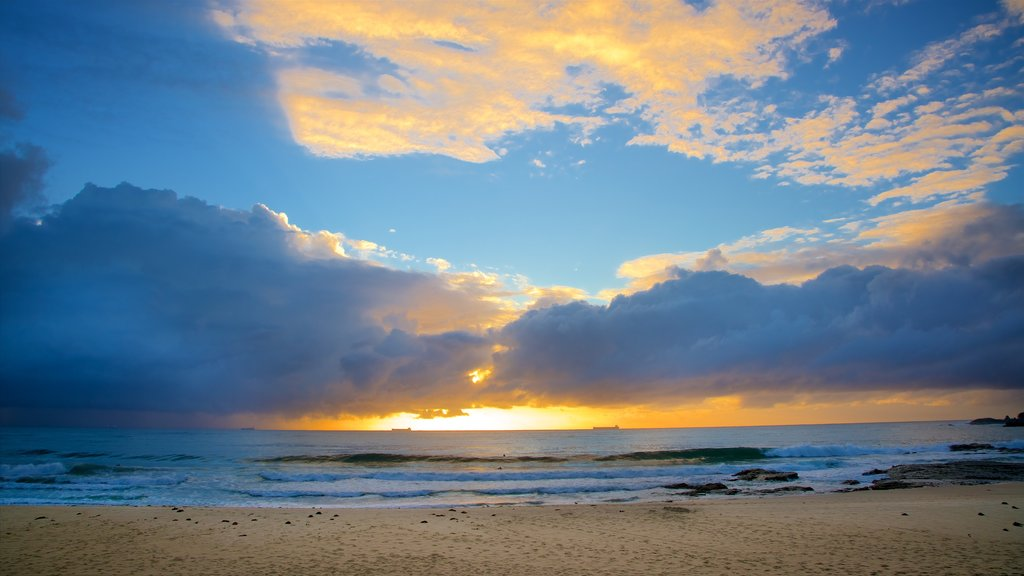 North Wollongong showing a sandy beach, a sunset and general coastal views